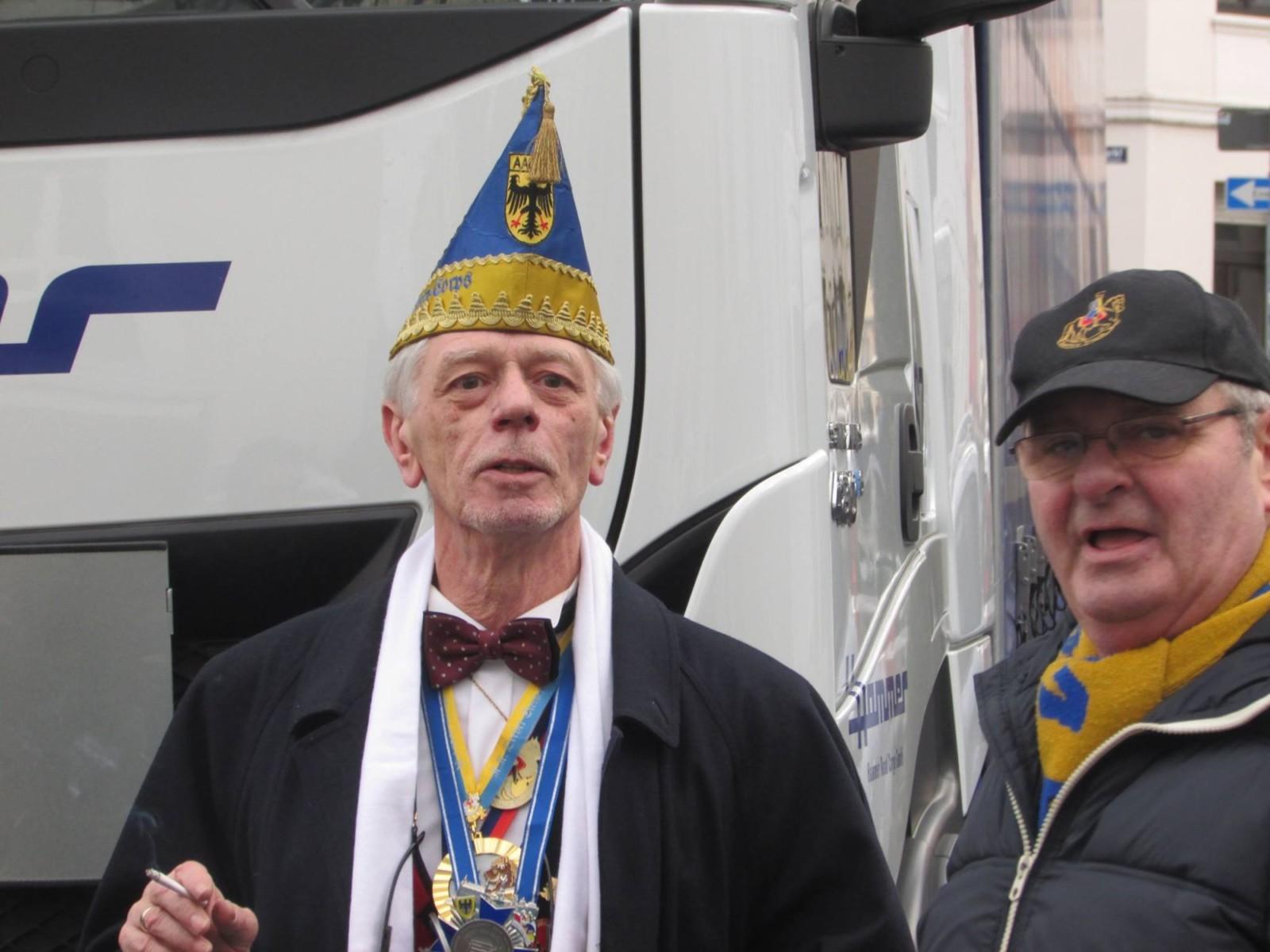 Herr Jurewicz in Action - Karneval am Neumarkt.